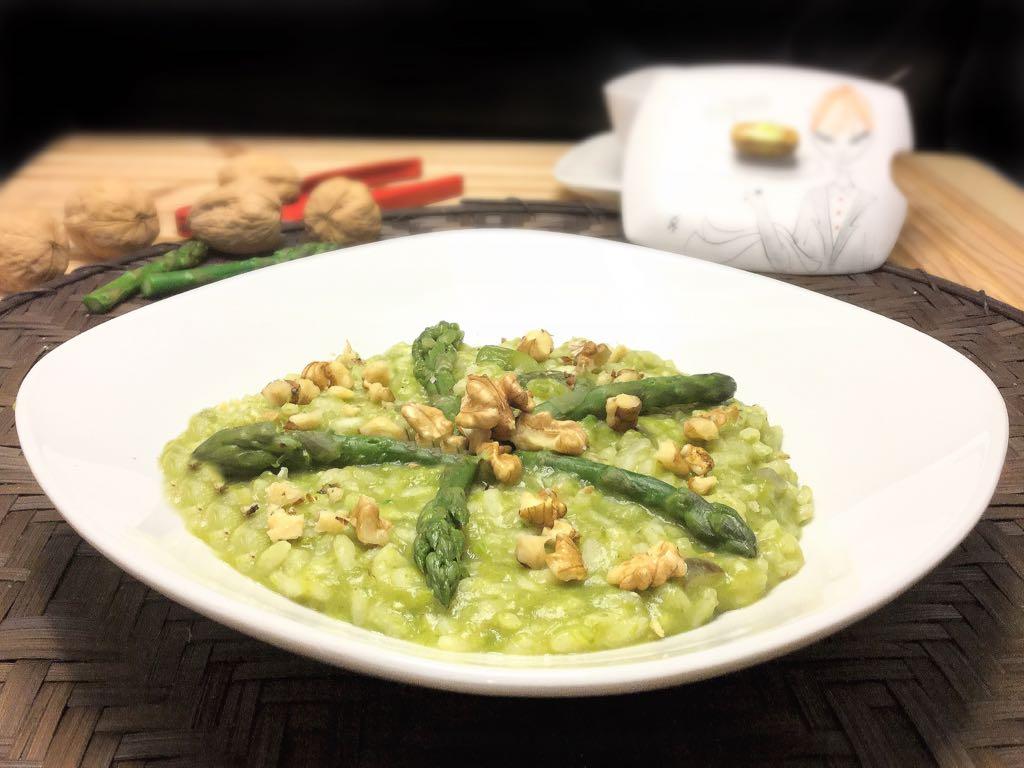 Risotto in crema di asparagi e noci