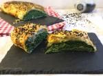 Strudel salato con ricotta spinaci e sesamo nero