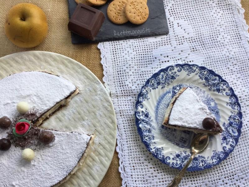 Torta cheesecake al cioccolato con crema alla ricotta e pere nashi