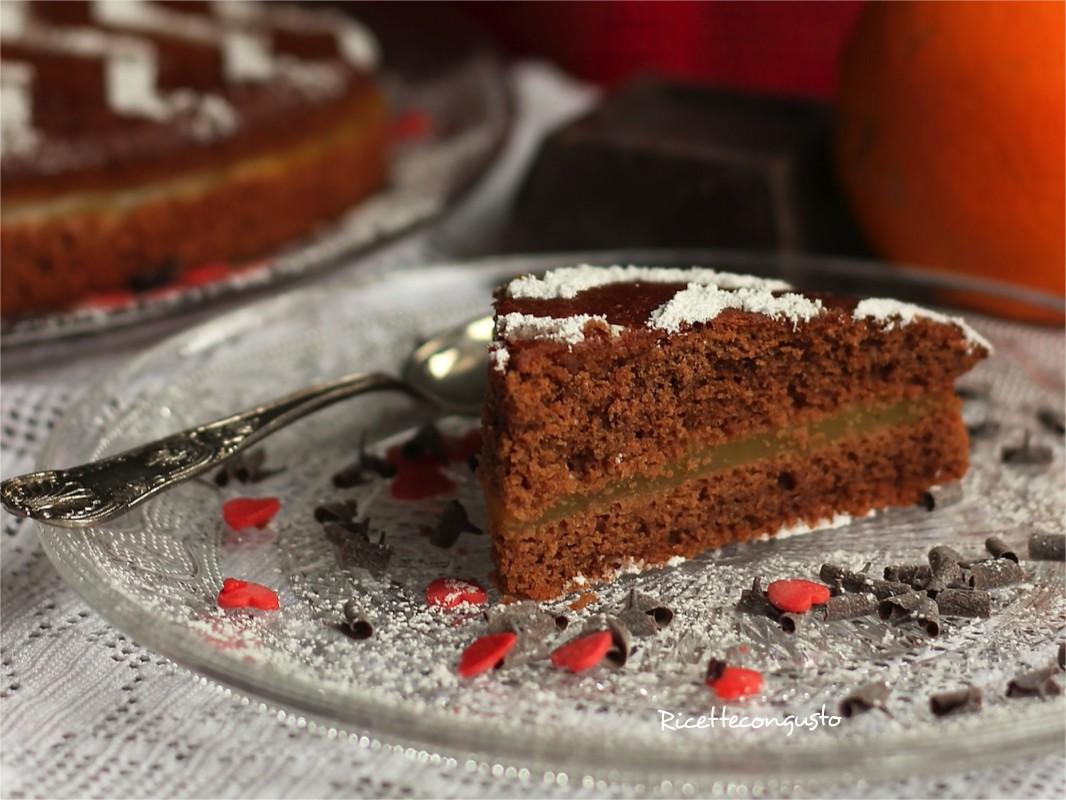 Torta morbida al cioccolato con crema all'arancia
