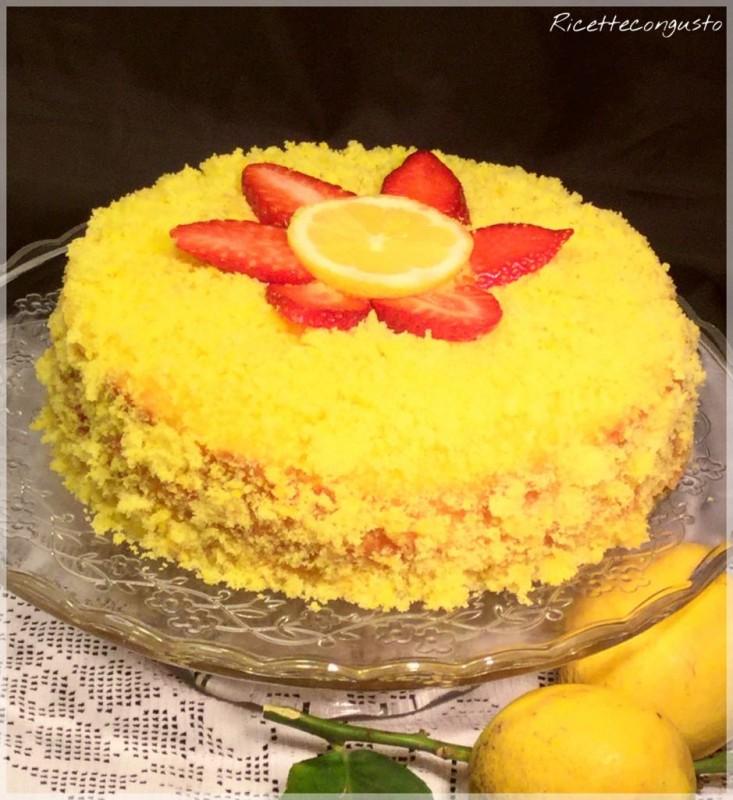 Torta mimosa con crema al limone e fragole