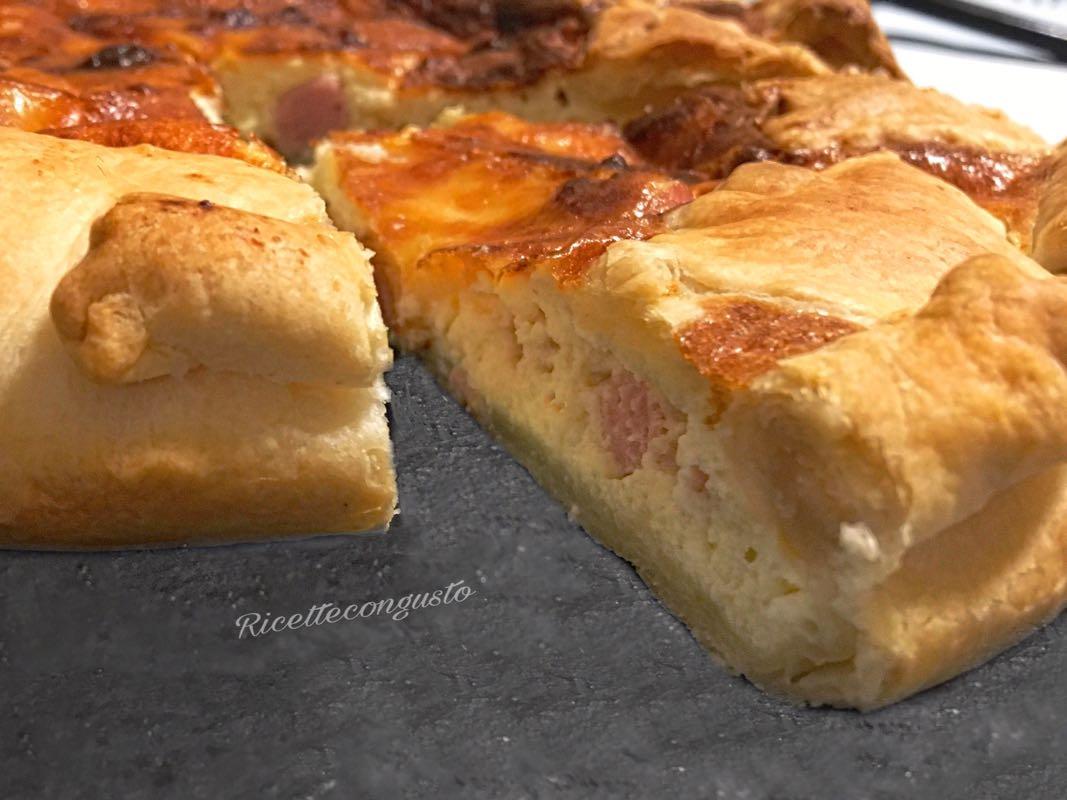 Torta salata con ricotta, prosciutto e scamorza