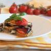 Tortino di melanzane con pomodorini e mozzarella