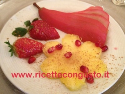 Dessert all'ananas pere al vino rosso e melograno