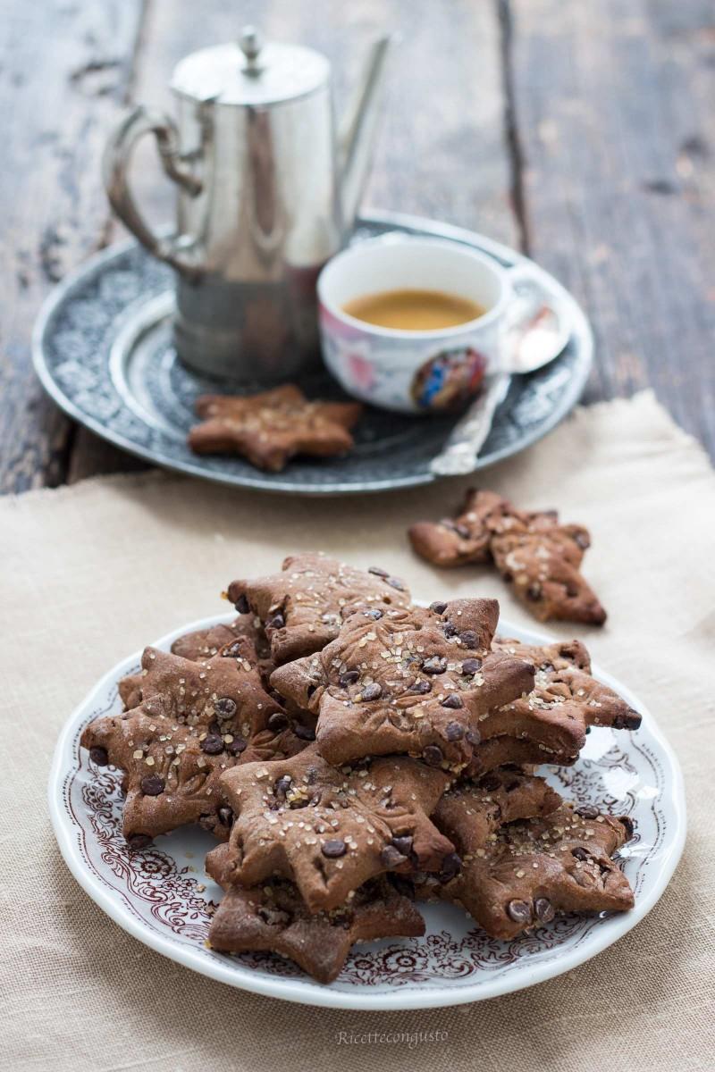 Biscotti di frolla alla ricotta e gocce di cioccolato al profumo di arancia e anice stellato