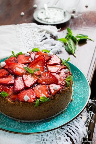 Cheesecake al forno con fragole fresche