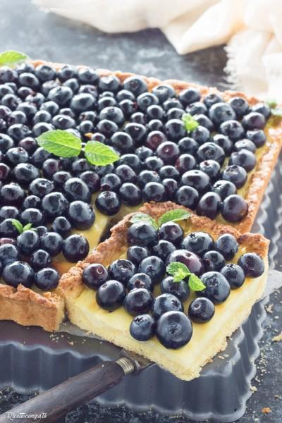 Crostata con crema pasticcera e mirtilli