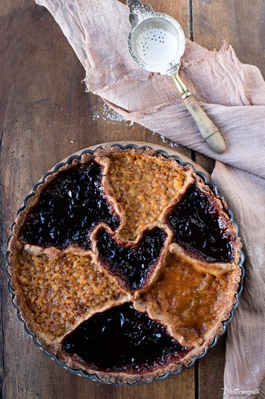 Crostata con frolla al grano saraceno e mandorle con marmellate varie