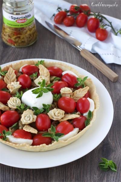 Crostata salata con melanzane pomodorini e mozzarella