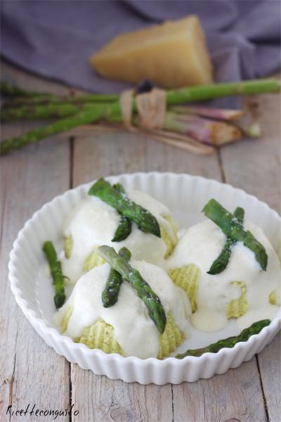 Flan di asparagi con salsa al parmigiano
