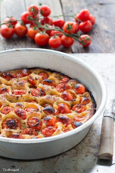 Focaccia al farro con pomodorini (impasto con lievito madre e lievito di birra)