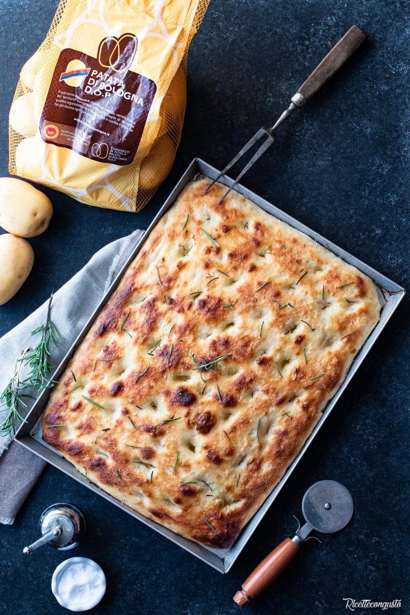 Focaccia soffice con patate nell'impasto