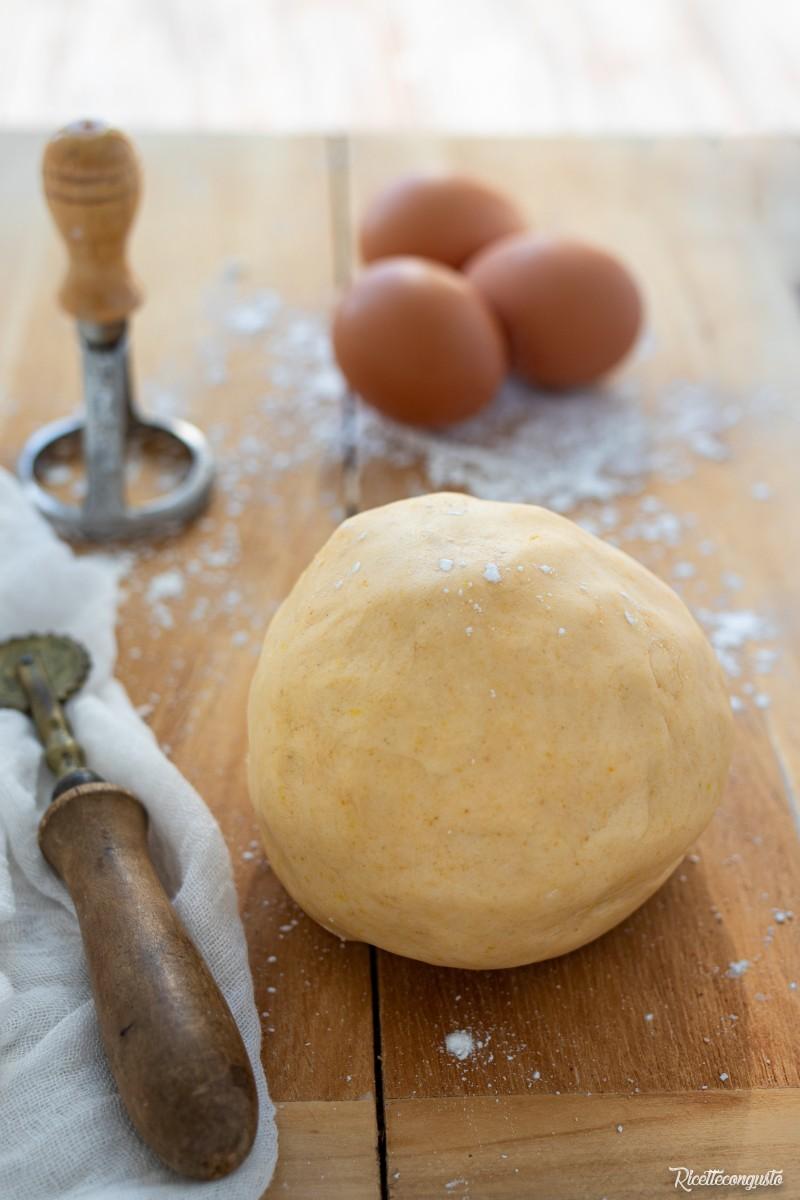 Biscotti di pasta frolla con tuorlo d'uovo sodo (ovis mollis)
