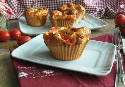 Muffin giganti di ricotta con mozzarella e pomodoro