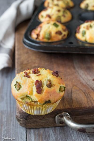 Muffins con zucchine e salsiccia
