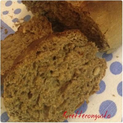 Pane integrale di segale e avena con semi di girasole