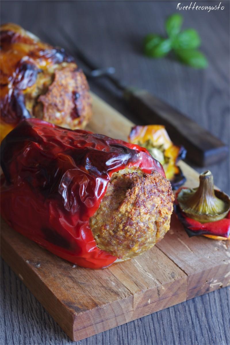 Peperoni ripieni con carne e prosciutto