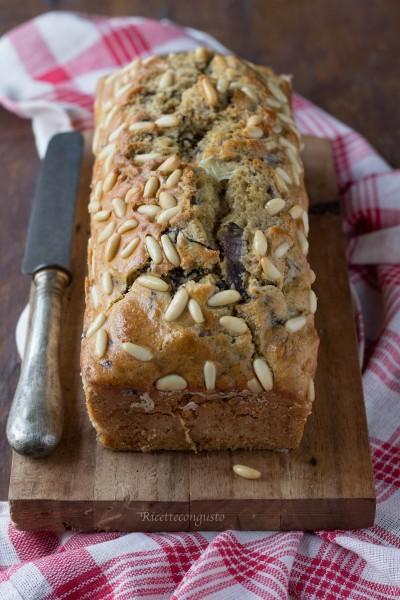 Plumcake salato di grano saraceno con radicchio scamorza noci e pinoli