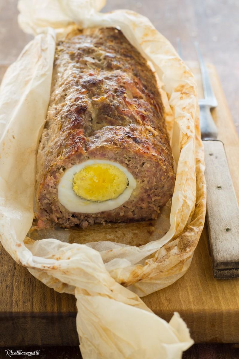 Polpettone di carne e prosciutto ripieno con uova sode