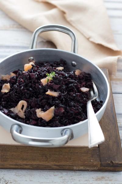 Risotto di riso venere con salmone e crescenza